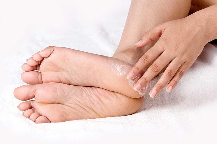 feet moisturized